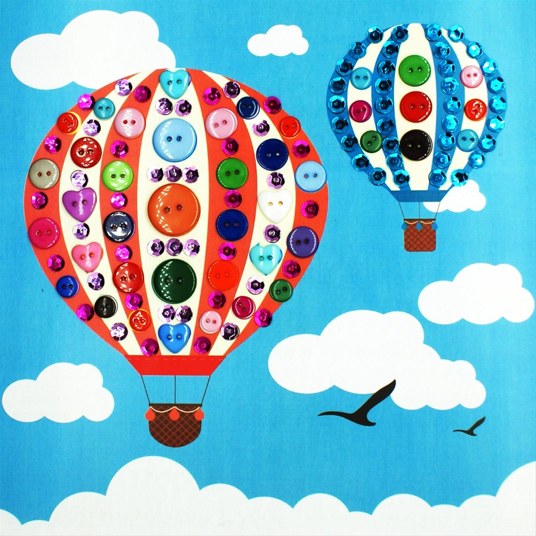 Открытка с воздушным шаром и пуговицами